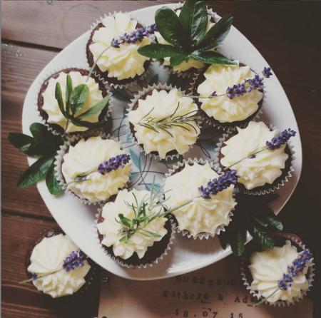 Tarragon and cake, anyone? (@bunsoffunemma)